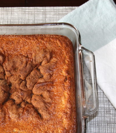 breakfast cake with cinnamon and sugar