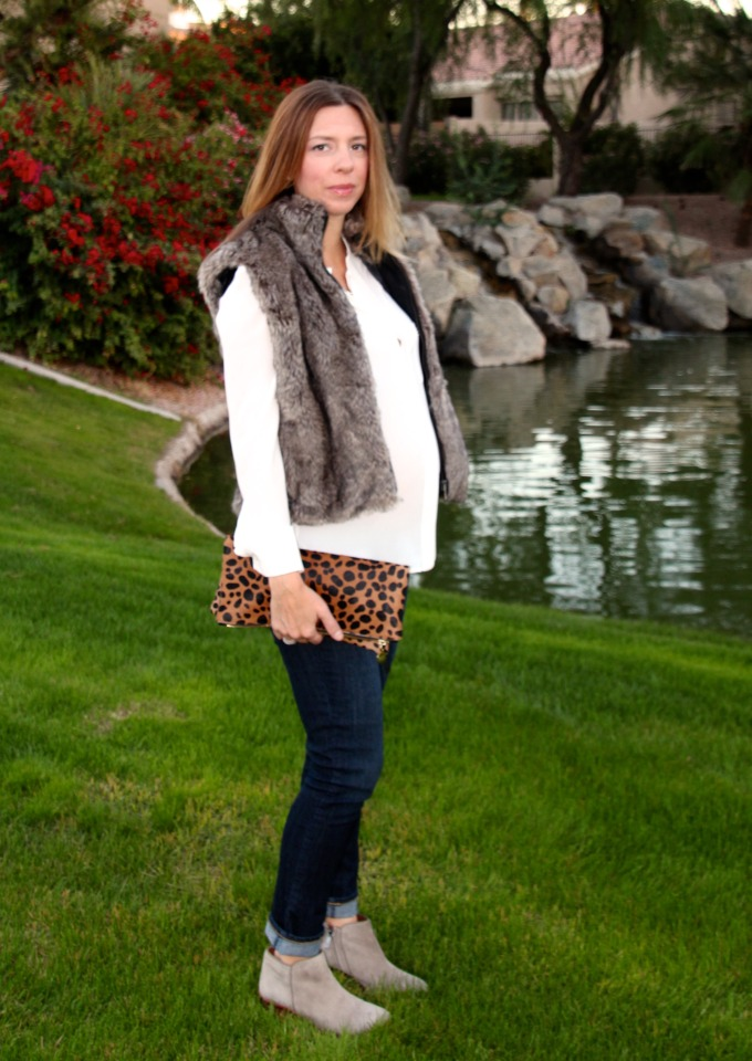 Casual and chic outfit with leopard and faux fur