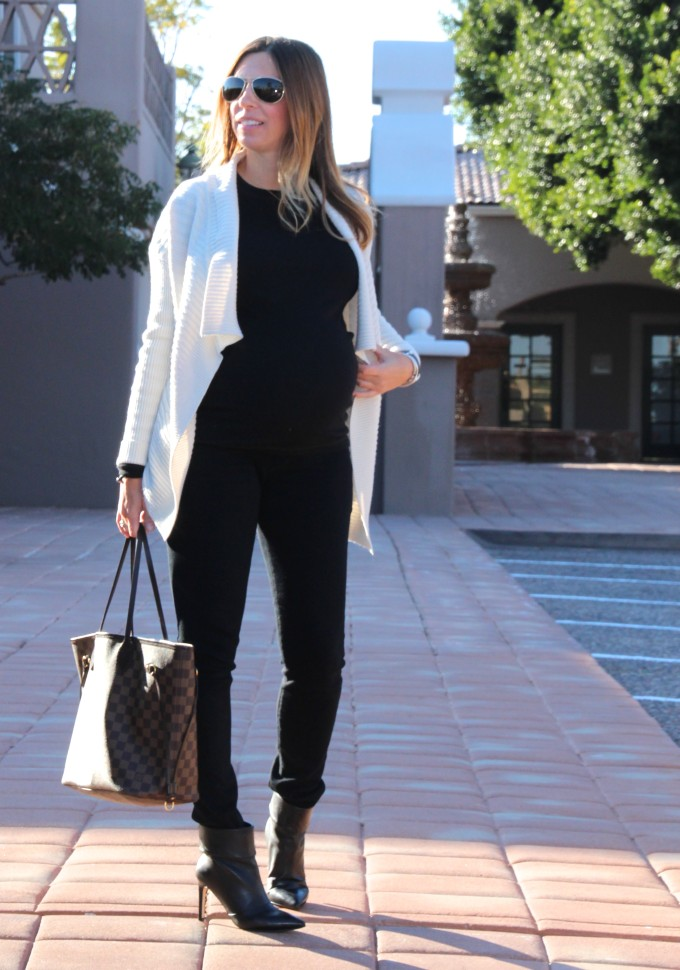 layers of black and an ivory sweater to dress my pregnant bump