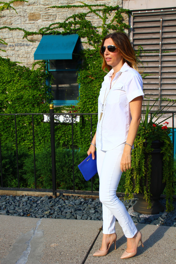 white on white | white skinny jeans, white shirt and nude pumps